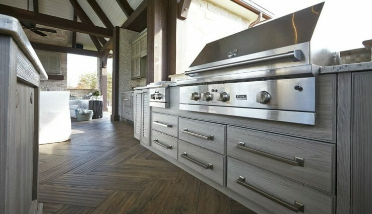 Modern Wood Finish Outdoor Kitchen | Springhill Kitchen & Bath | Custom, Budget, & Commercial Cabinetry | Gainesville, FL | Featuring NatureKast Outdoor Cabinetry