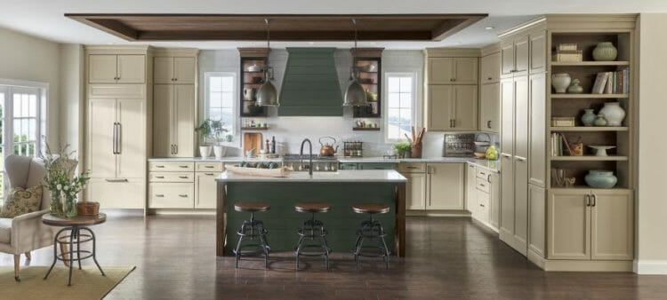Traditional Painted Farmhouse Kitchen | Springhill Kitchen & Bath | Custom, Budget, & Commercial Cabinetry | Gainesville, FL | Featuring Medallion Cabinetry