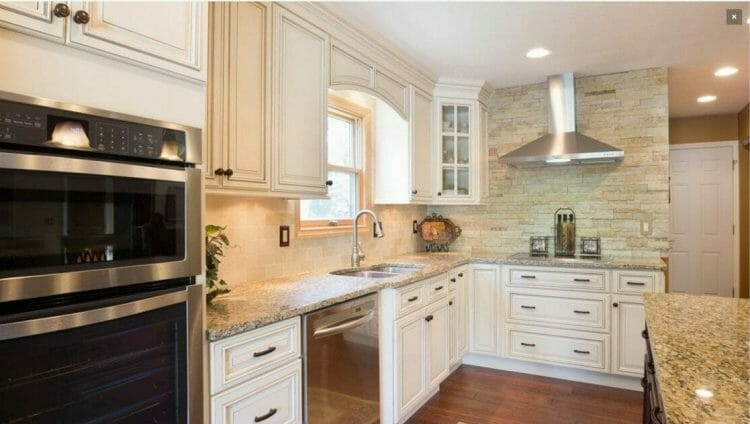 Signature Pearl Traditional Kitchen | Springhill Kitchen & Bath | Custom, Budget, & Commercial Cabinetry | Gainesville, FL | Featuring Forevermark Cabinetry