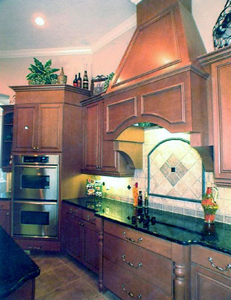 Traditional Wood Finish Kitchen | Springhill Kitchen & Bath | Custom, Budget, & Commercial Cabinetry | Gainesville, FL