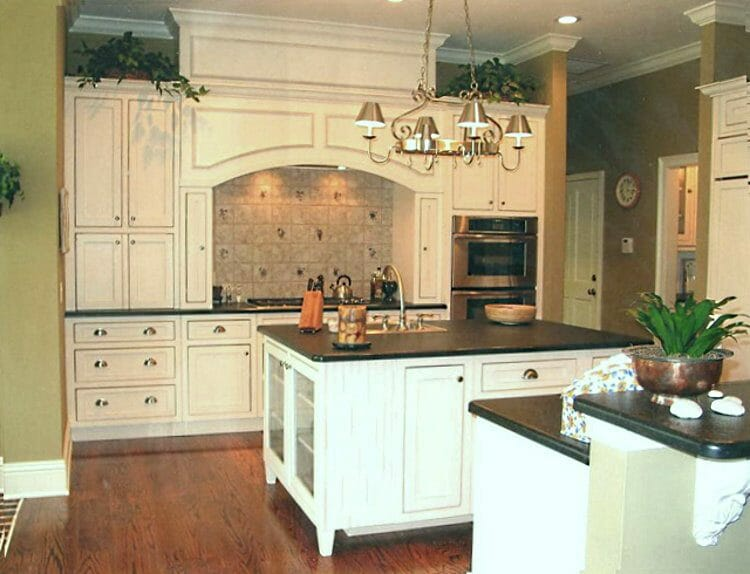 Traditional Farmhouse Island Kitchen | Springhill Kitchen & Bath | Custom, Budget, & Commercial Cabinetry | Gainesville, FL